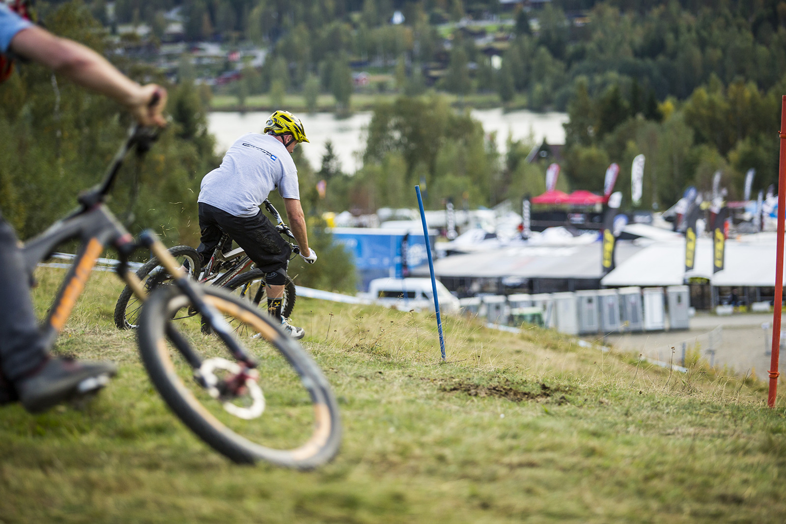 Page Puttin' Down the Hurt - Has-Beens vs. Wannabes! Industry World Champs Race at Hafjell - Mountain Biking Pictures - Vital MTB