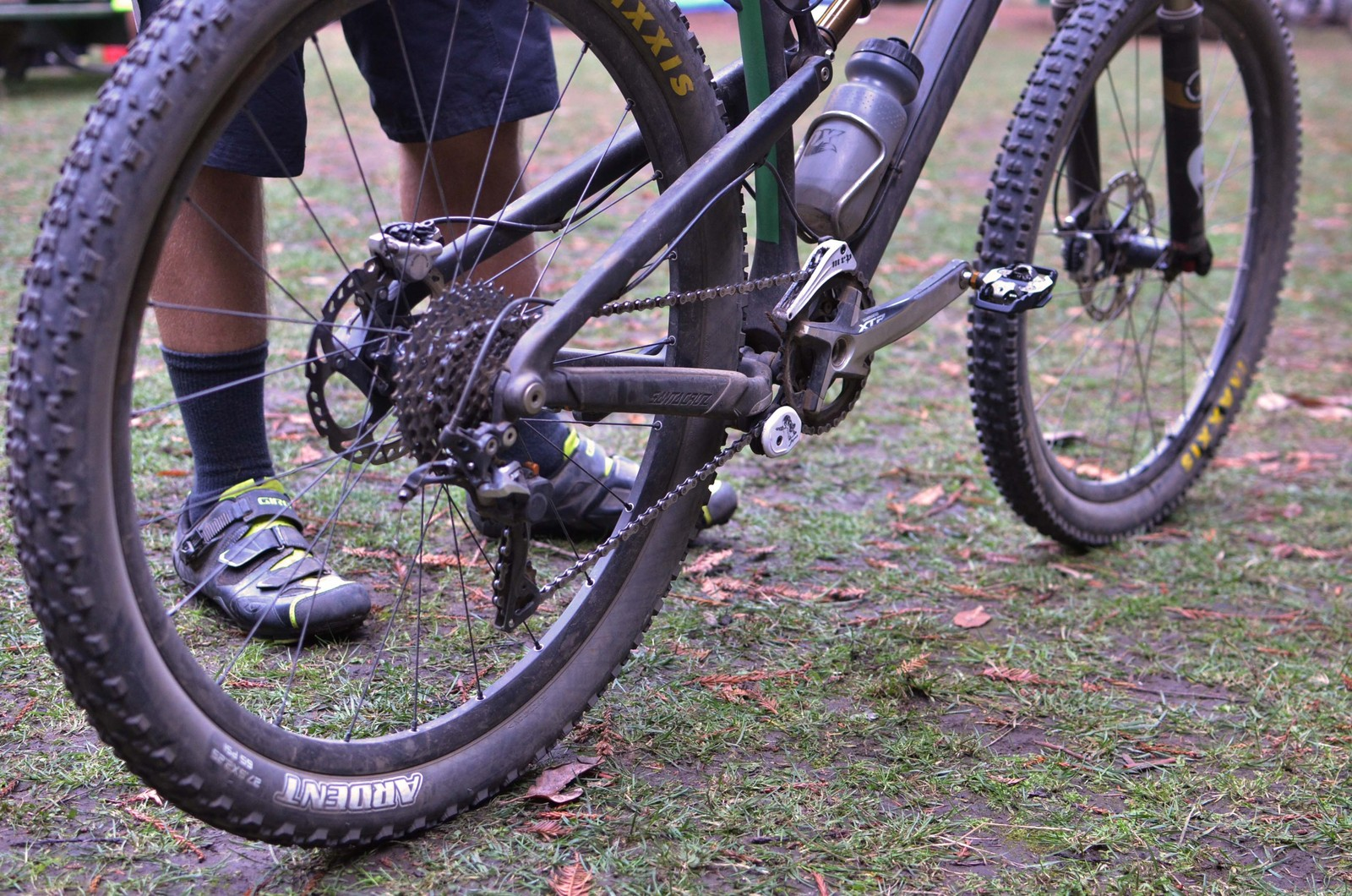 Ariel Lindsley's Santa Cruz 5010 - PIT BITS - 2013 Santa Cruz Super Enduro - Mountain Biking Pictures - Vital MTB