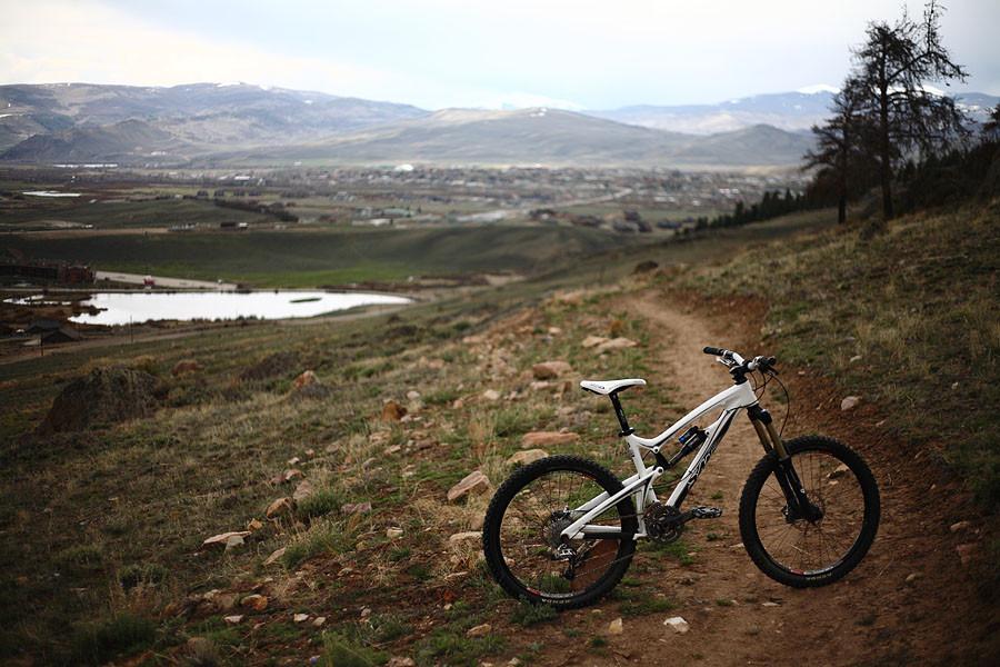 2010 Santa Cruz Carbon Nomad - First Ride: 2010 Santa Cruz Carbon Nomad - Mountain Biking Pictures - Vital MTB