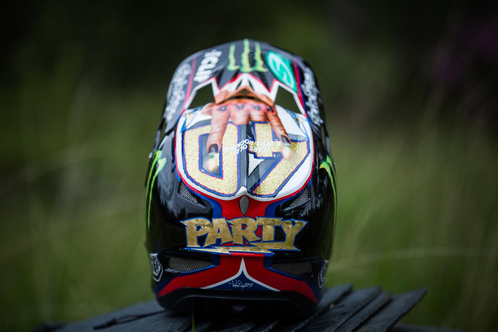 Troy Lee Designs Helmet >> Fort William PIT BITS - Steve Peat's New Custom-painted Troy Lee Designs D3 Helmet - PIT BITS ...