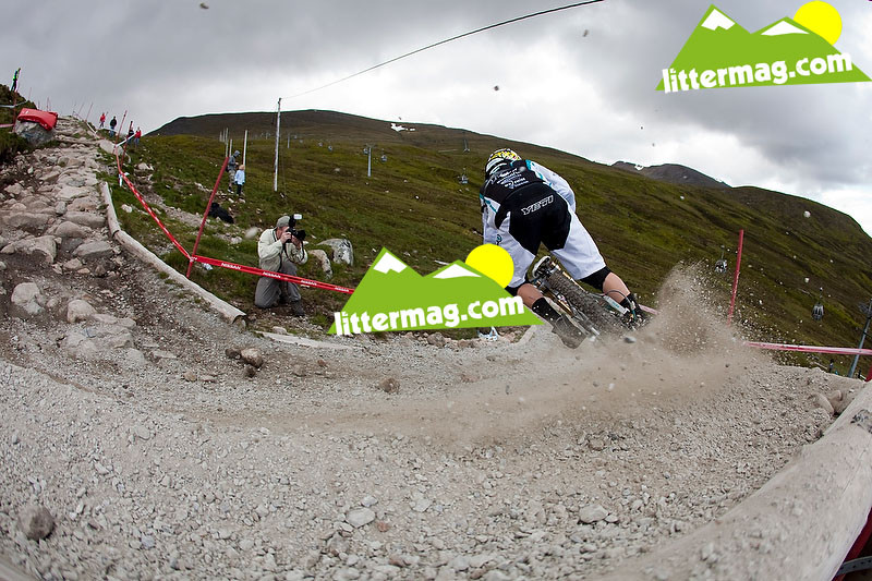 Aaron Gwin roost - 2009 UCI World Cup Fort William - Day 2 - Mountain Biking Pictures - Vital MTB