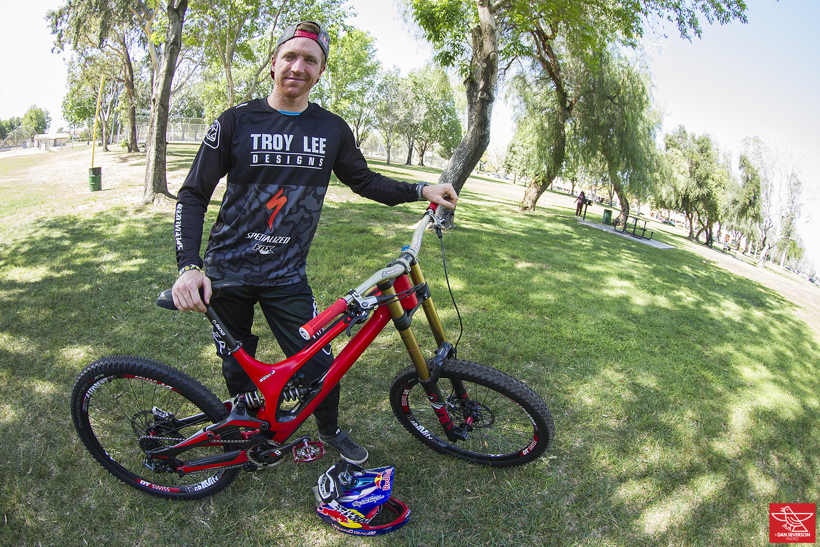 Yeah Gwinny! - Pro Bike Check: Aaron Gwin's Specialized S-WORKS Demo 8 - Mountain Biking Pictures - Vital MTB