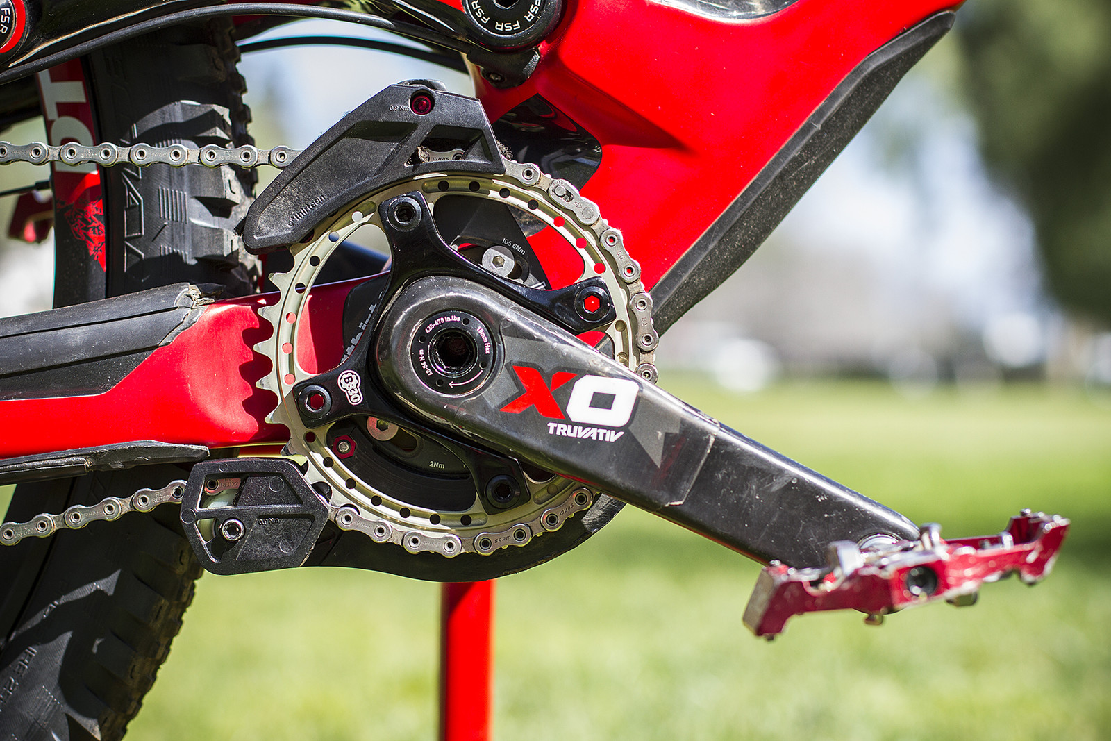 Truvativ X0 Carbon Cranks with Renthal 34t Chainring - Pro Bike Check: Aaron Gwin's Specialized S-WORKS Demo 8 - Mountain Biking Pictures - Vital MTB