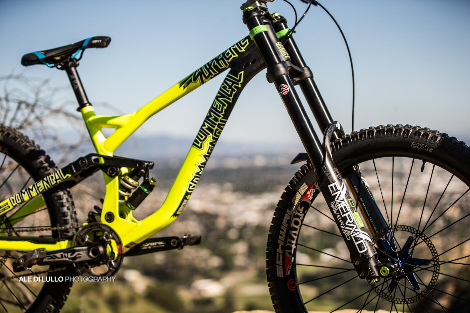 4a7e77540a7 Lorenzo Suding's Commencal Supreme DH with DVO Suspension - Pro Bike Check:  Lorenzo Suding's Team