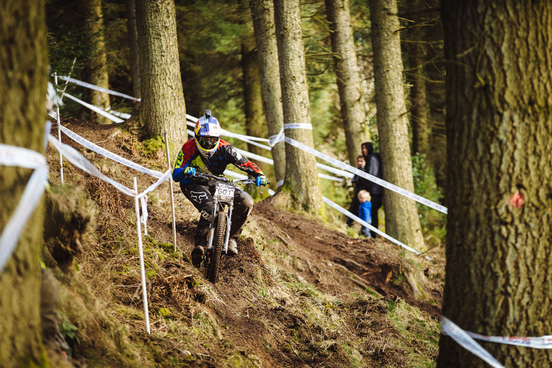 kye forte downhilling at the bds ae world cup warm up british dh