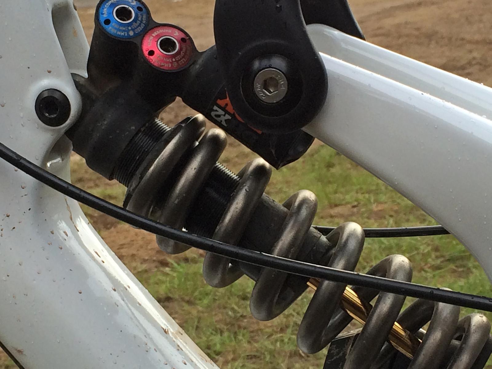 FOX DHX2 on Kiran MacKinon's V10cc - PIT BITS - Port Angeles ProGRT - Mountain Biking Pictures - Vital MTB