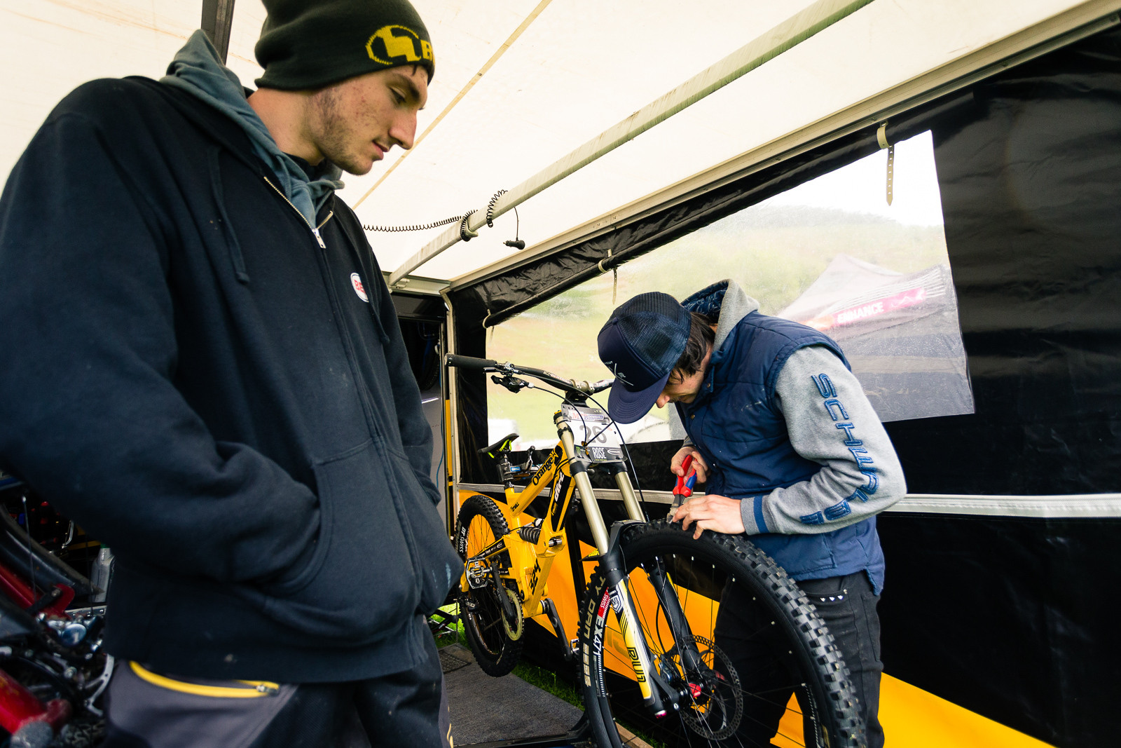 Ben Reid and Phil Atwill Tire Cutting at BDS Llangollen - PIT BITS - British Downhill Series, Llangollen - Mountain Biking Pictures - Vital MTB