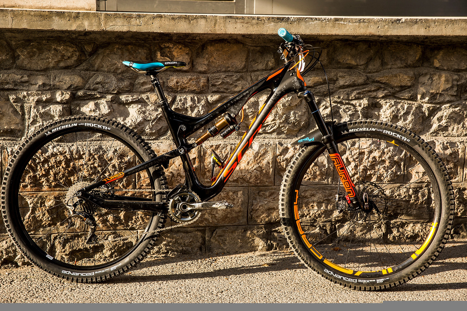 Remy Absalon's Scott Genius LT 27.5 Plus with 29-inch Wheels - PIT BITS - Enduro World Series, Samoens, France - Mountain Biking Pictures - Vital MTB