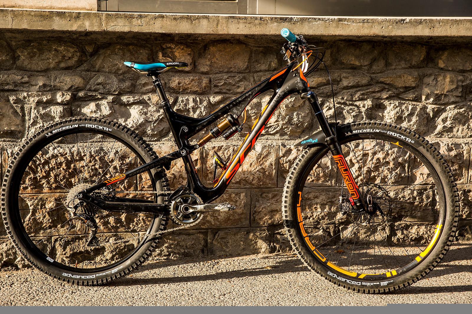 Remy Absalon's Scott Genius LT 27.5 Plus with 29-inch Wheels - PIT BITS - Enduro World Series, Samoens, France - Mountain Biking Pictures - Vital MTB
