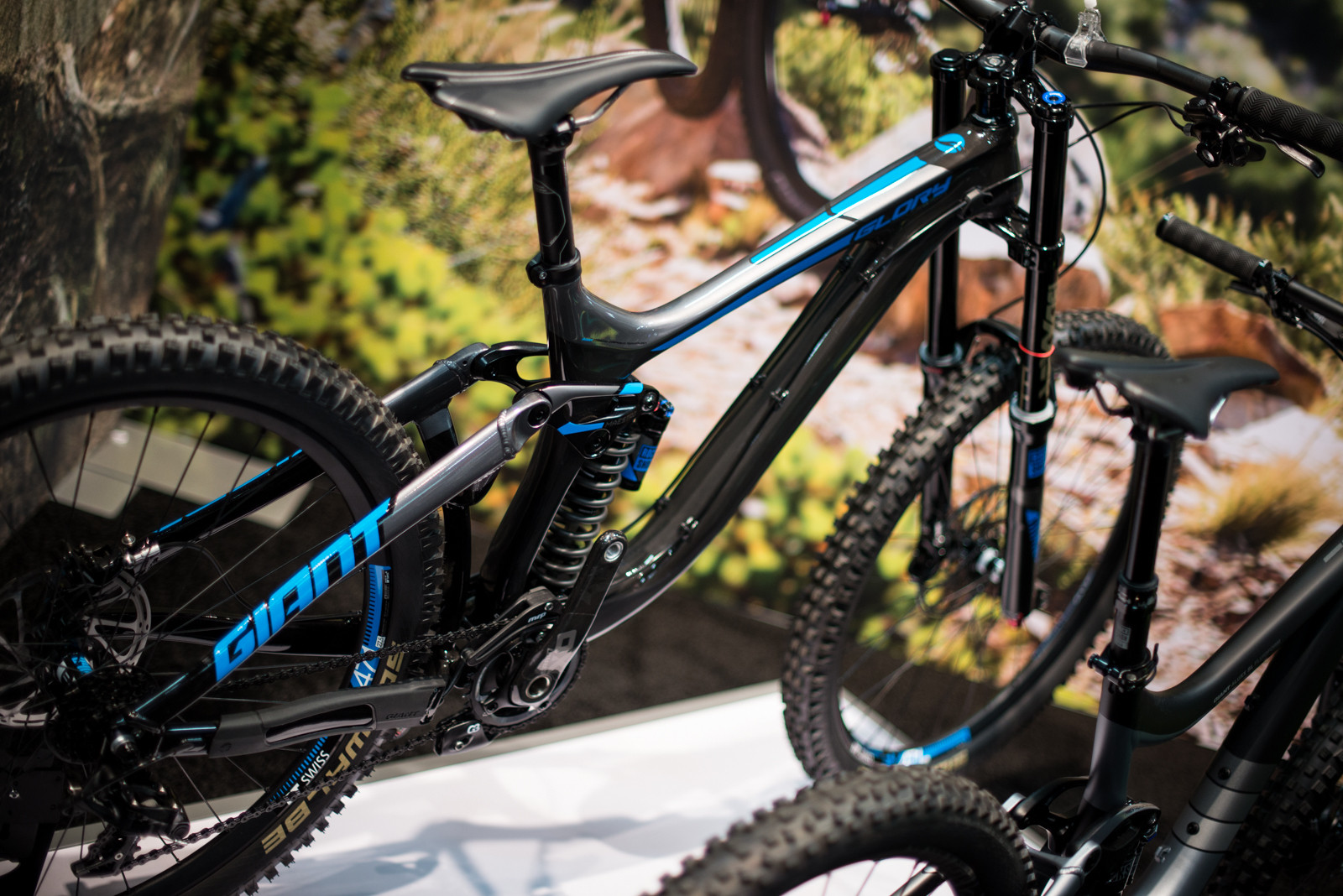 5fd3e0a756f 2016 Giant Glory Advanced 27.5 0 - 2016 Downhill Bikes at Interbike -  Mountain Biking Pictures