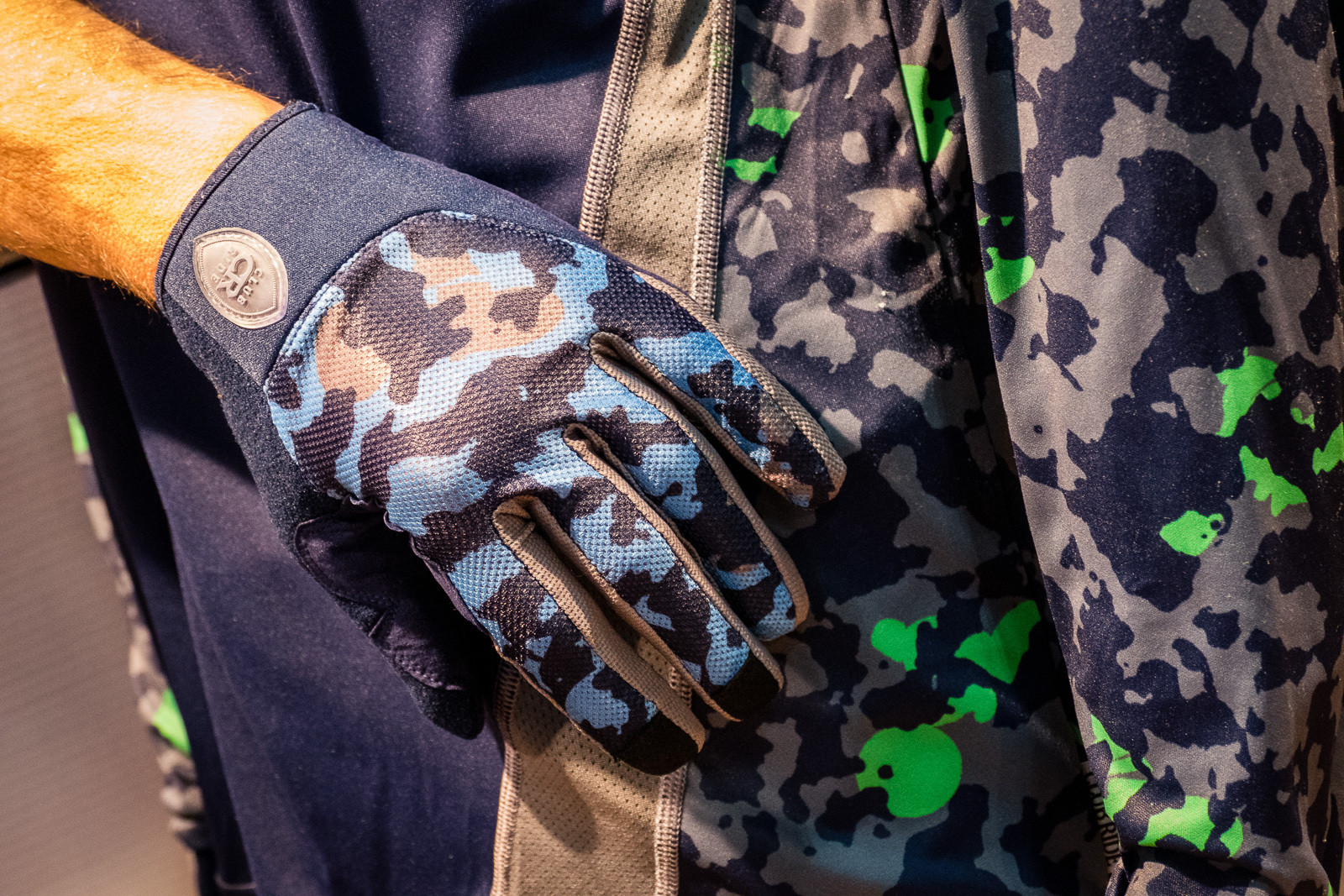 2016 Club Ride Trigger Gloves - 2016 Protective Gear and Apparel at Interbike - Mountain Biking Pictures - Vital MTB