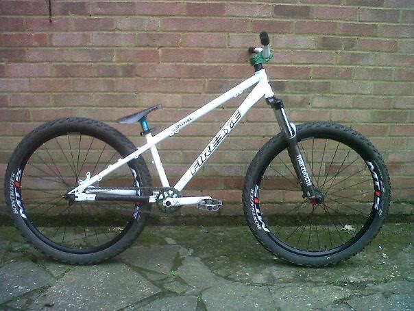 No brake added in this picture, but has been fitted now with an Avid Elixir 1.