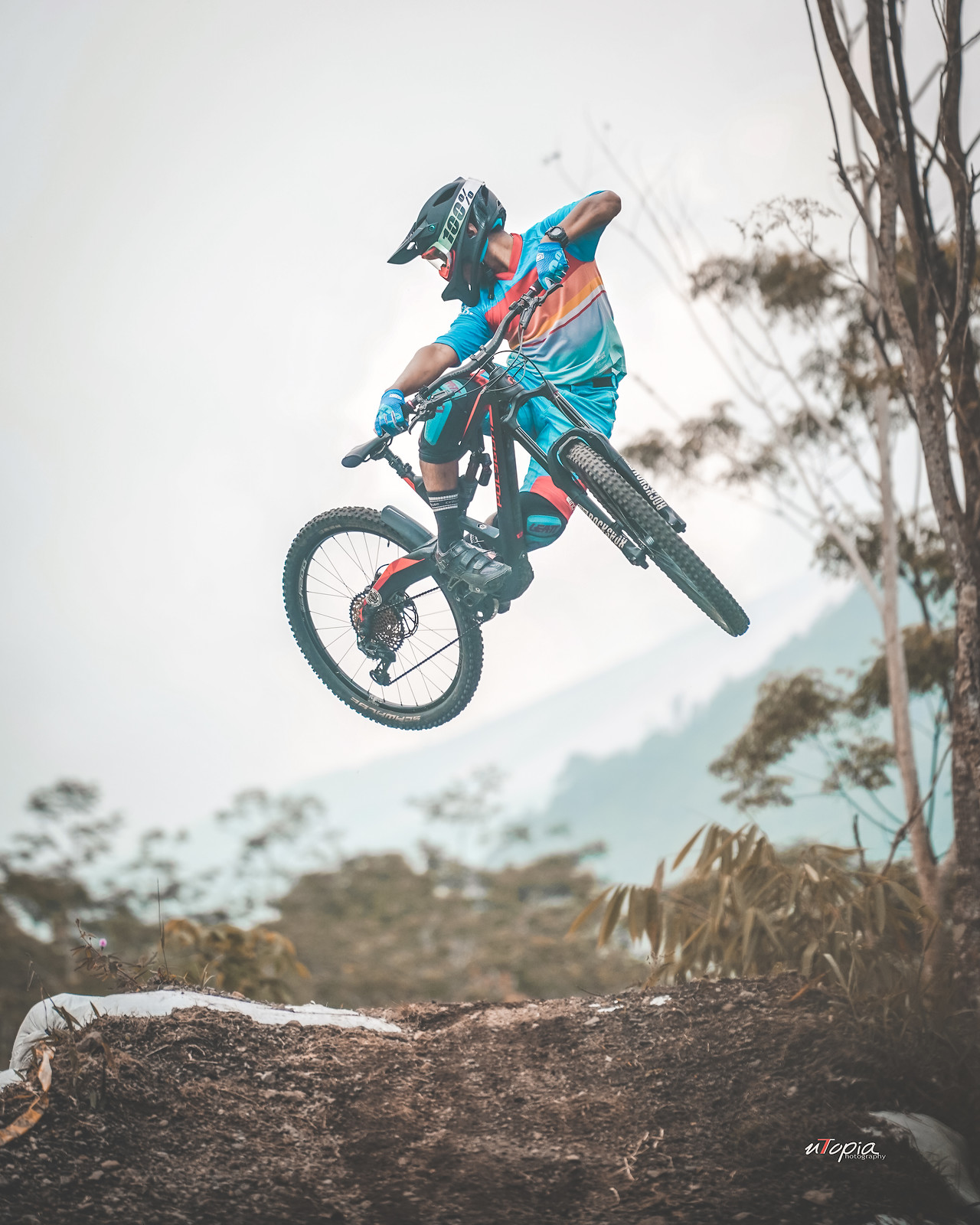 Checking Rear Tire - utopiaarch - Mountain Biking Pictures - Vital MTB