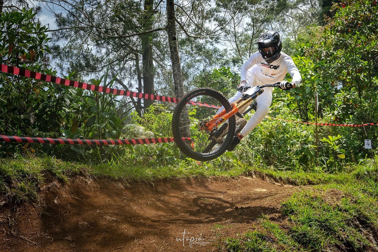 Sideways - utopiaarch - Mountain Biking Pictures - Vital MTB