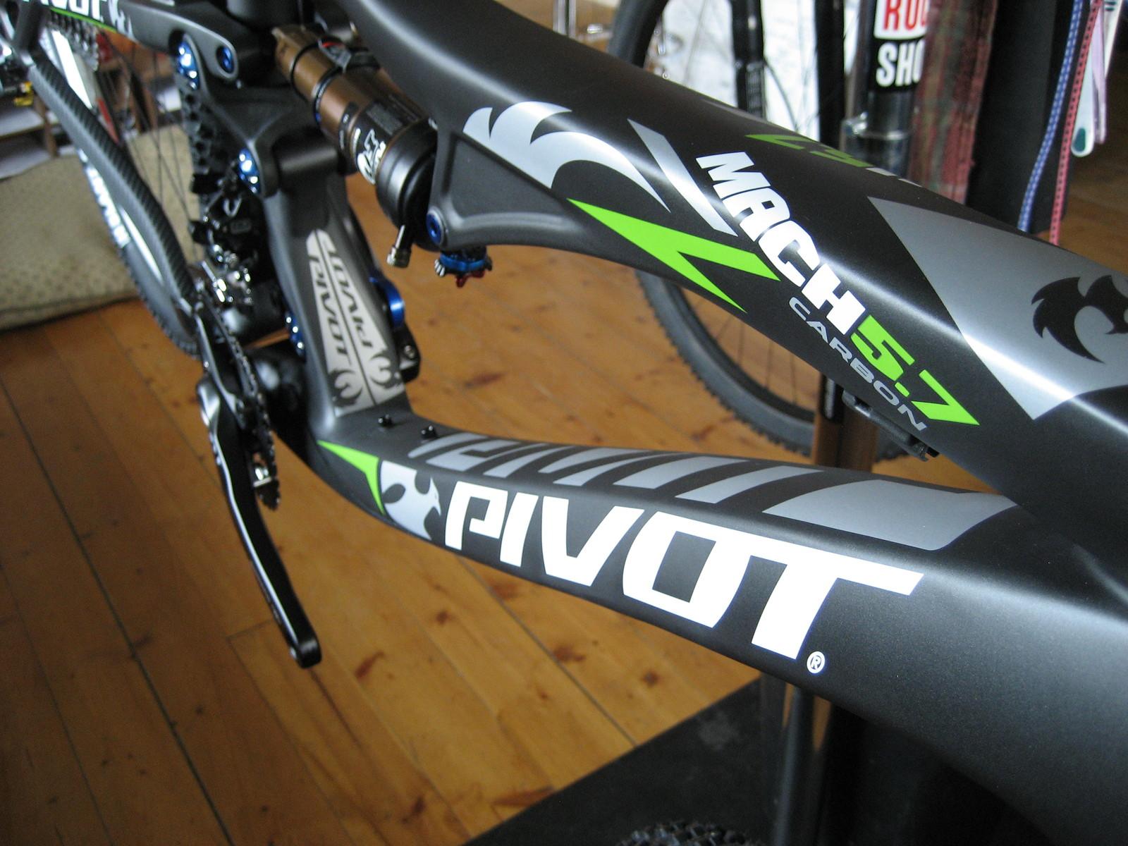 Ian's Pivot Mach 5.7 Carbon