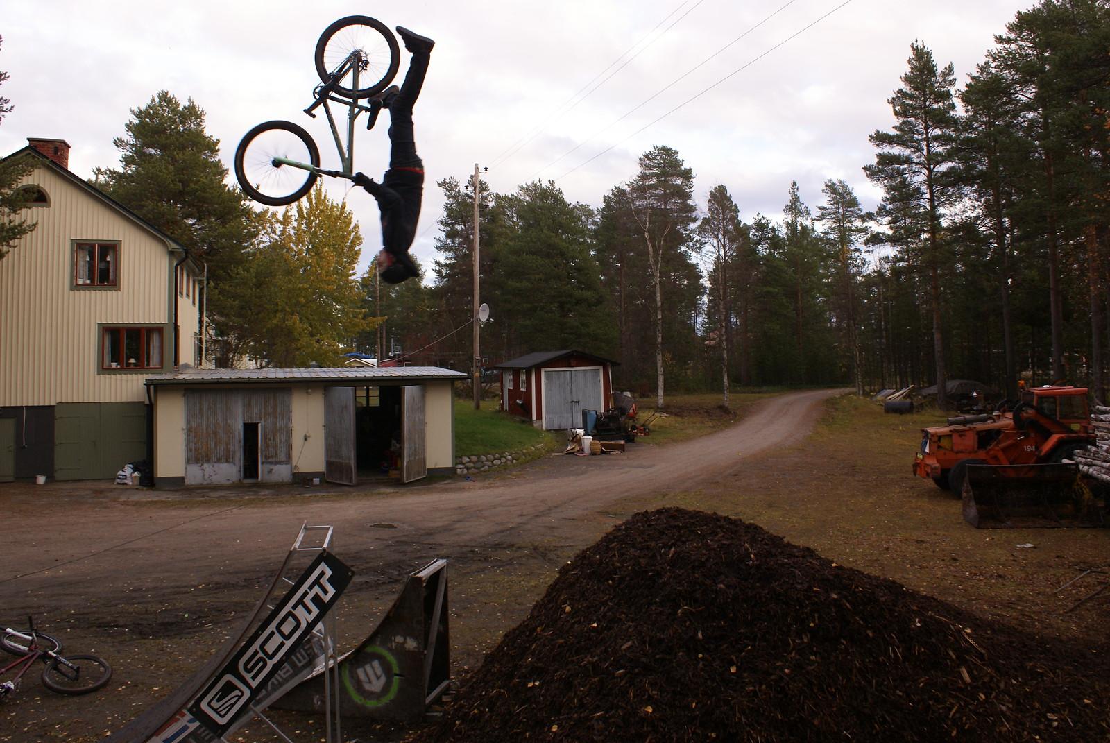 Superflip - Pata - Mountain Biking Pictures - Vital MTB