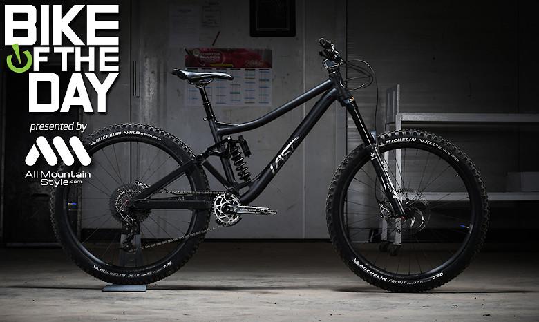 Last Bikes Coal V2 Stealth X Rivieride