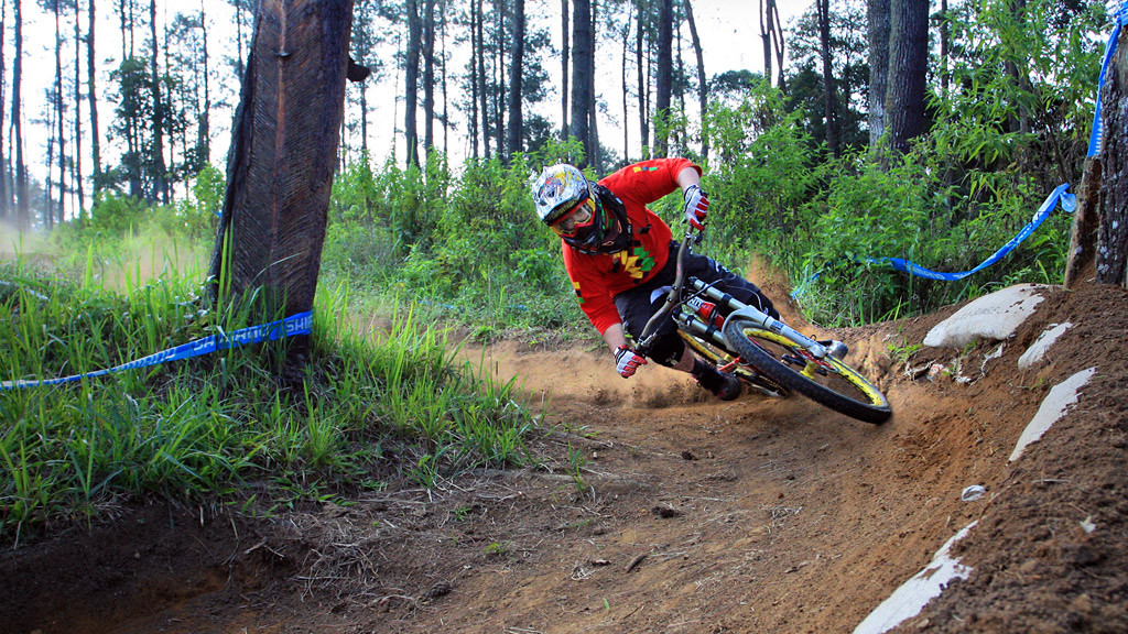 Drift Play DH - bismojo - Mountain Biking Pictures - Vital MTB
