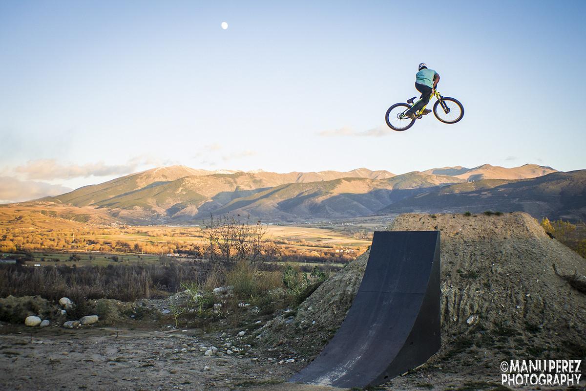 Motowhip - Manu perez photography - Mountain Biking Pictures - Vital MTB