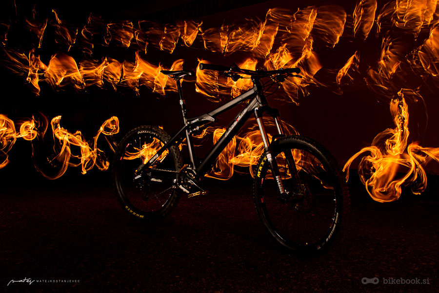 Liteville-fire-play - bikebook.si - Mountain Biking Pictures - Vital MTB