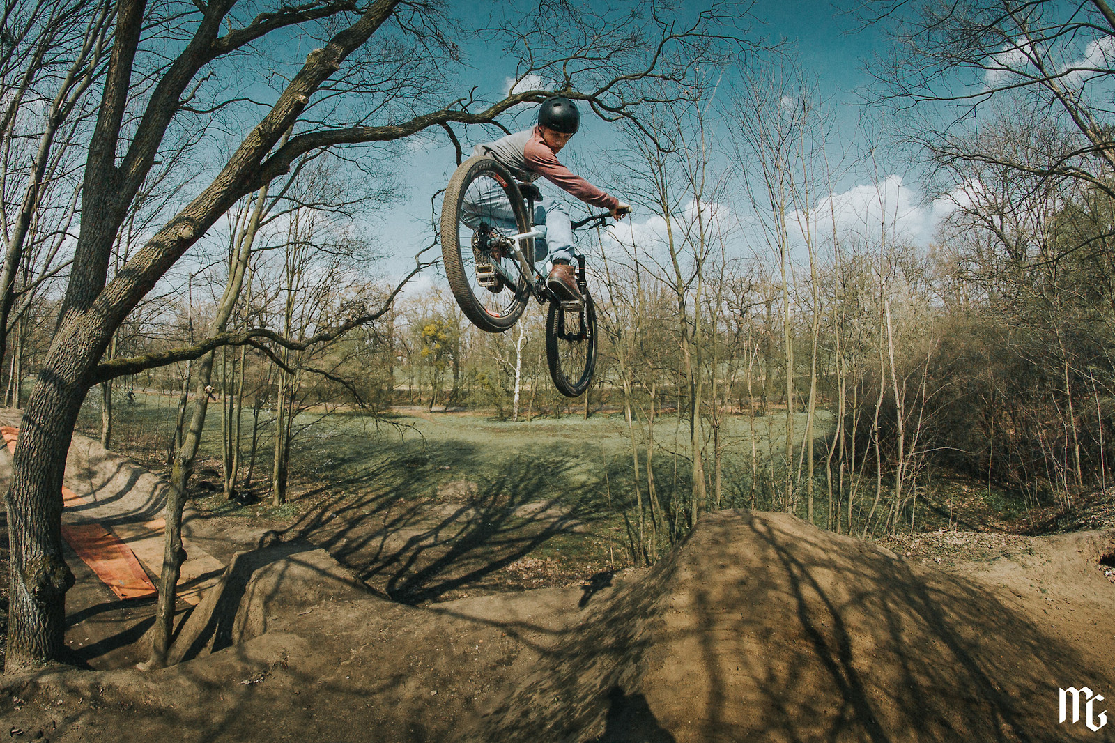 Whip - Kick!Photo - Mountain Biking Pictures - Vital MTB