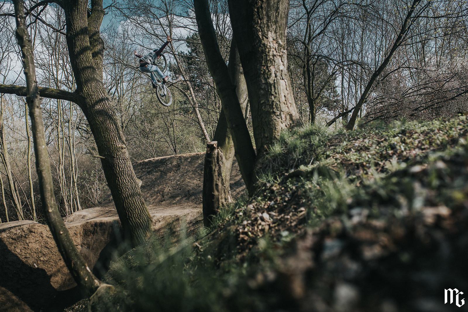 oldie on step up - Kick!Photo - Mountain Biking Pictures - Vital MTB