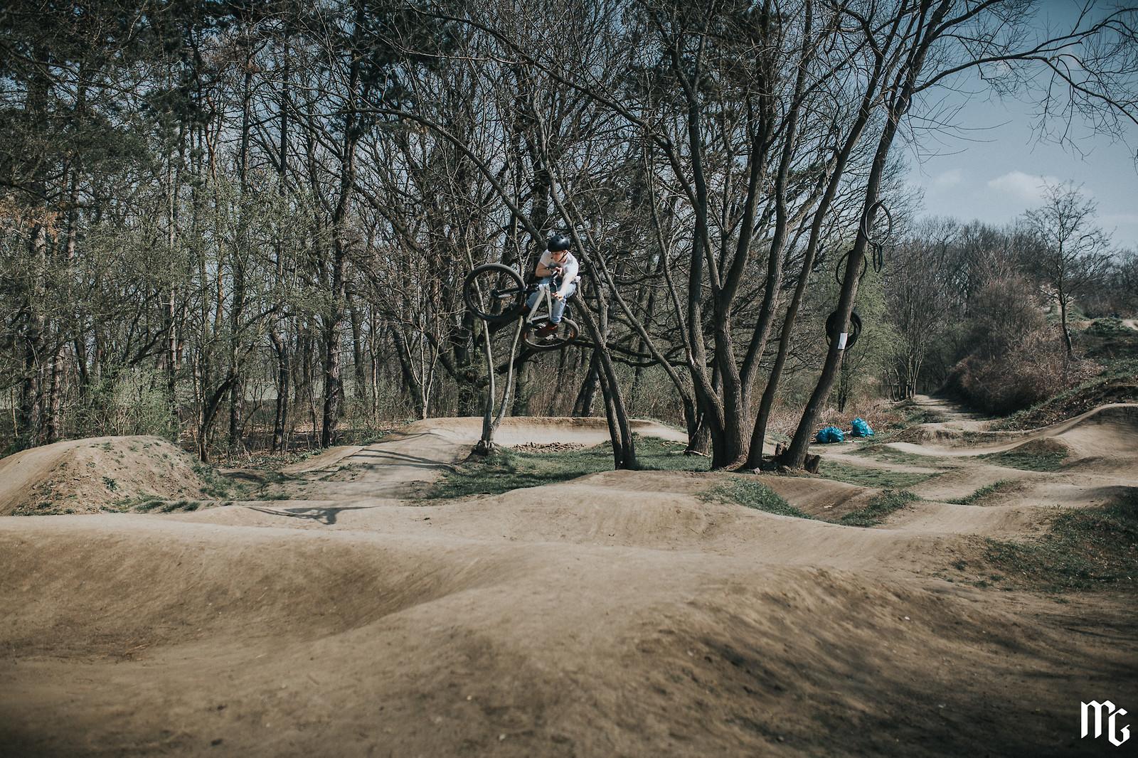 pump jump - Kick!Photo - Mountain Biking Pictures - Vital MTB