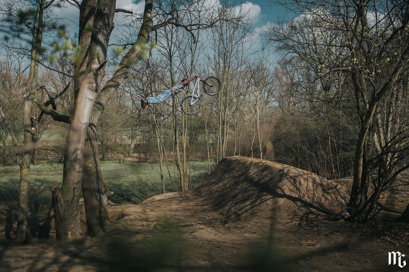 Superman! - Kick!Photo - Mountain Biking Pictures - Vital MTB