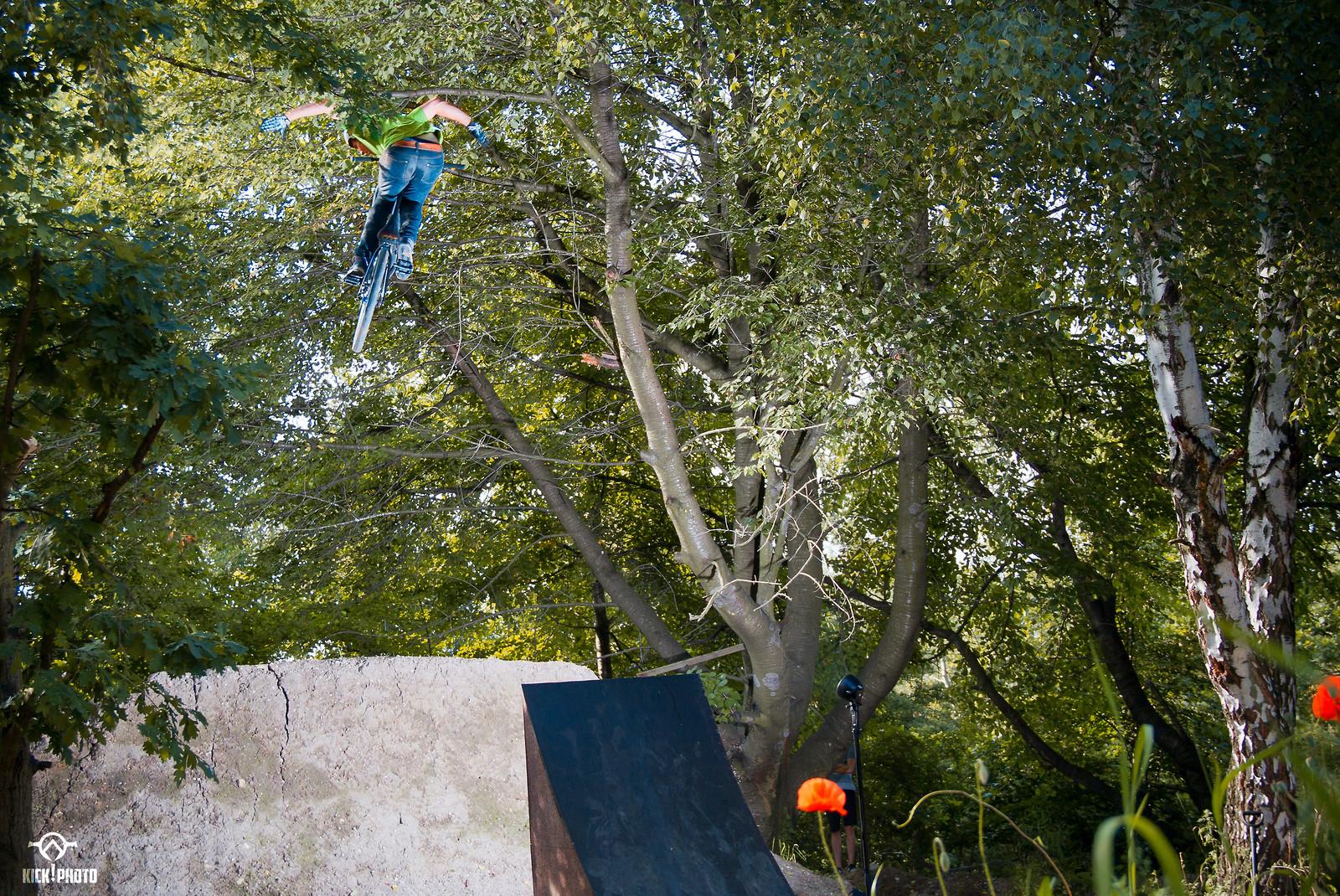 Oldie - Kick!Photo - Mountain Biking Pictures - Vital MTB