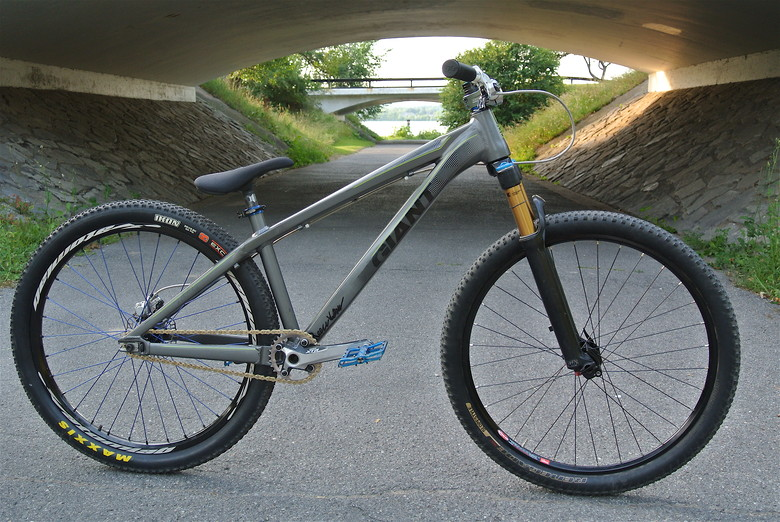 Giantically Awesome Giant Stp Kop5 S Bike Check Vital Mtb