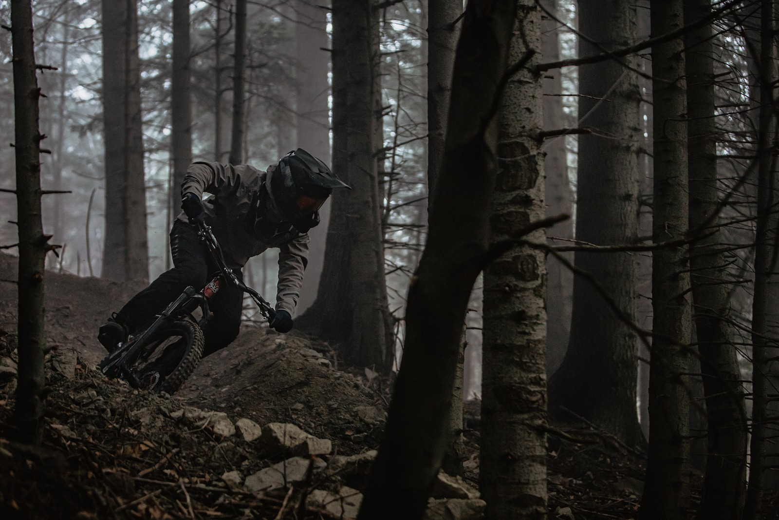 Dark misty spot on the other side of a gully - Banan - Mountain Biking Pictures - Vital MTB