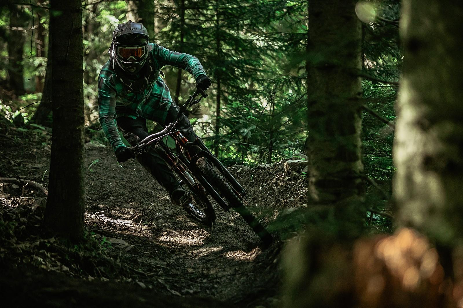too tight - Banan - Mountain Biking Pictures - Vital MTB