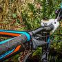 Race Face Ride Low Rise Handlebars with 40mm Truvativ stem.