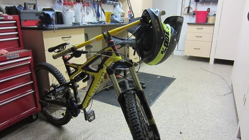 dirtdestroyer's Specialized Enduro Evo 2012
