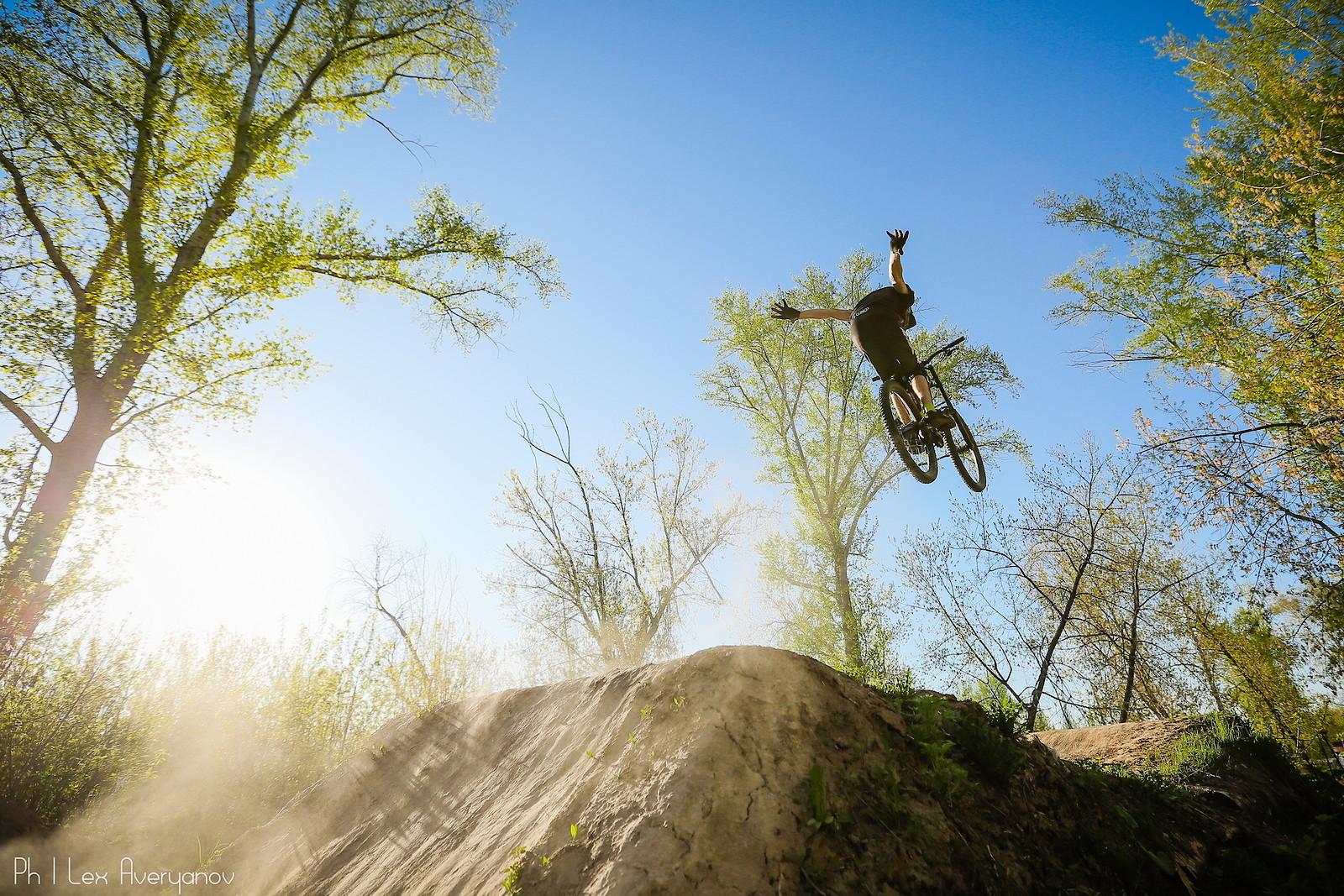 nohander - YakuT - Mountain Biking Pictures - Vital MTB