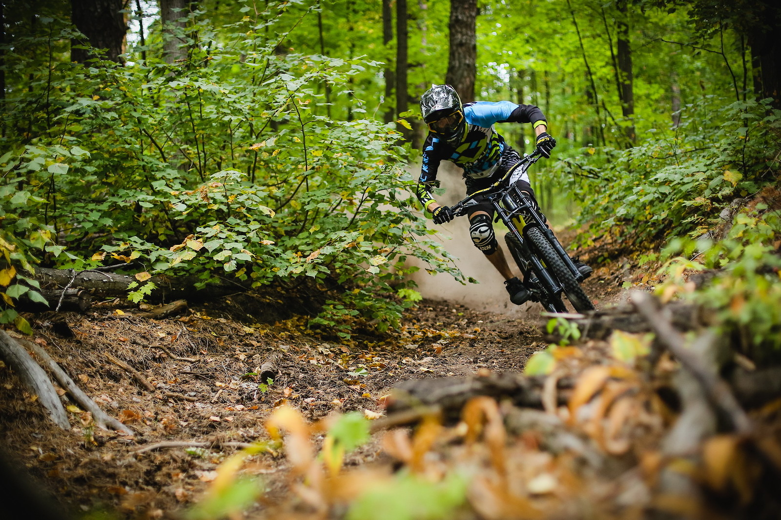 rushing to the fall - YakuT - Mountain Biking Pictures - Vital MTB