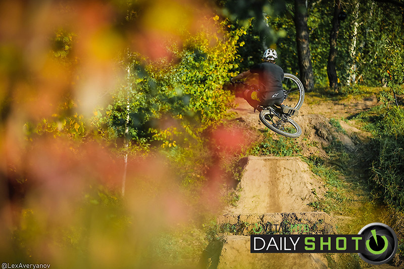 Dirt. Table. Autumn - YakuT - Mountain Biking Pictures - Vital MTB