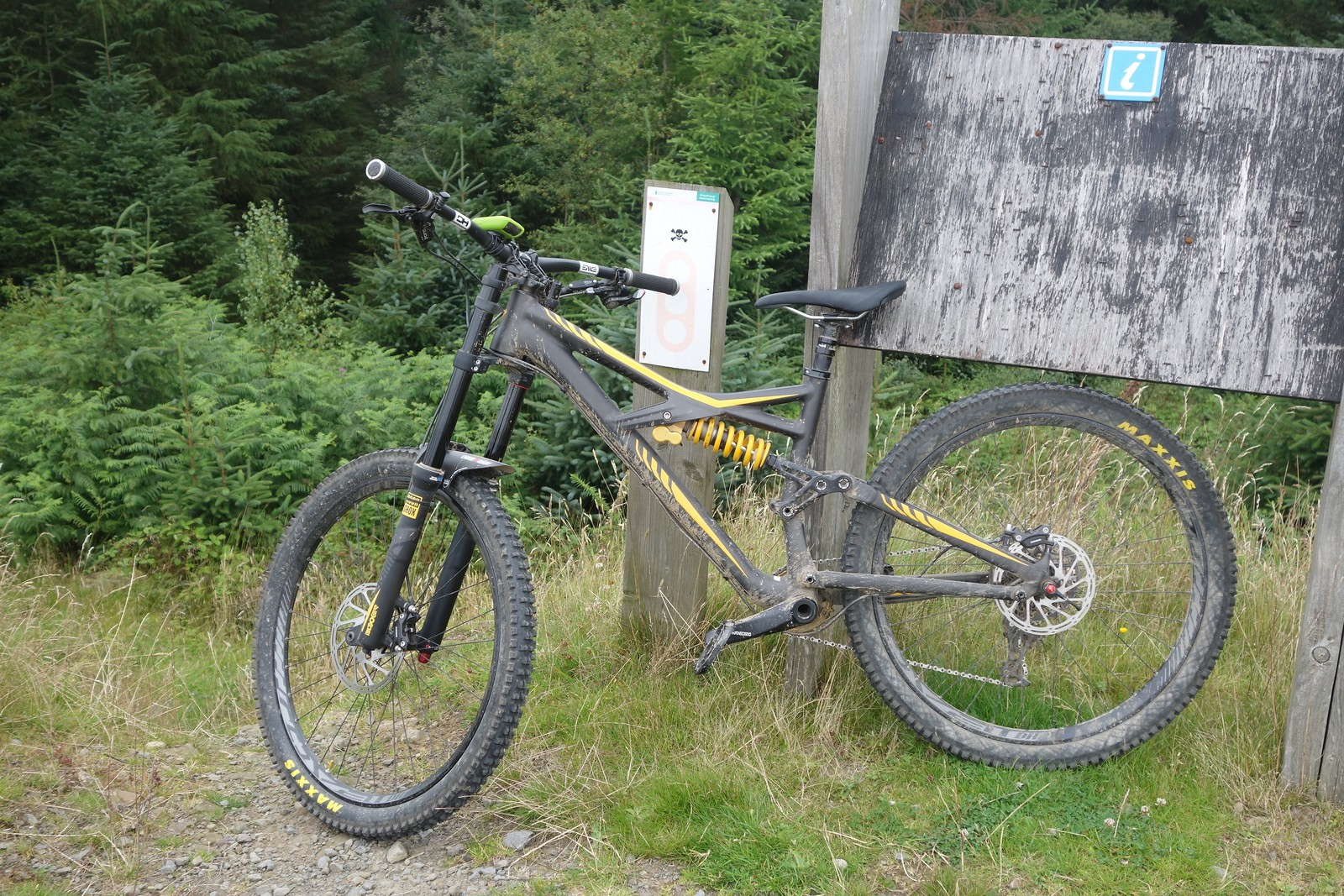 If you ride Cwmcarn, then you know that the Y Mynydd side of the valley is no longer uplifted due to the Larch felling. #noupliftnoproblem on this bike! We ride to the top to enjoy one of my favorite trails.