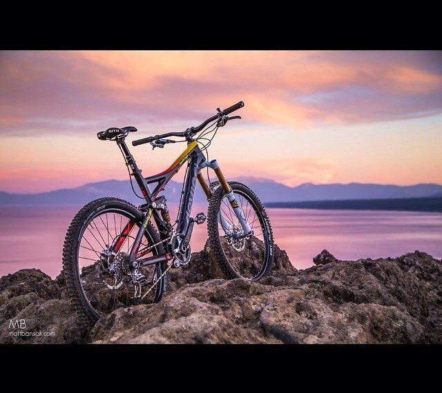 Devinci Dixon Carbon by Gravity Shop Lake Tahoe