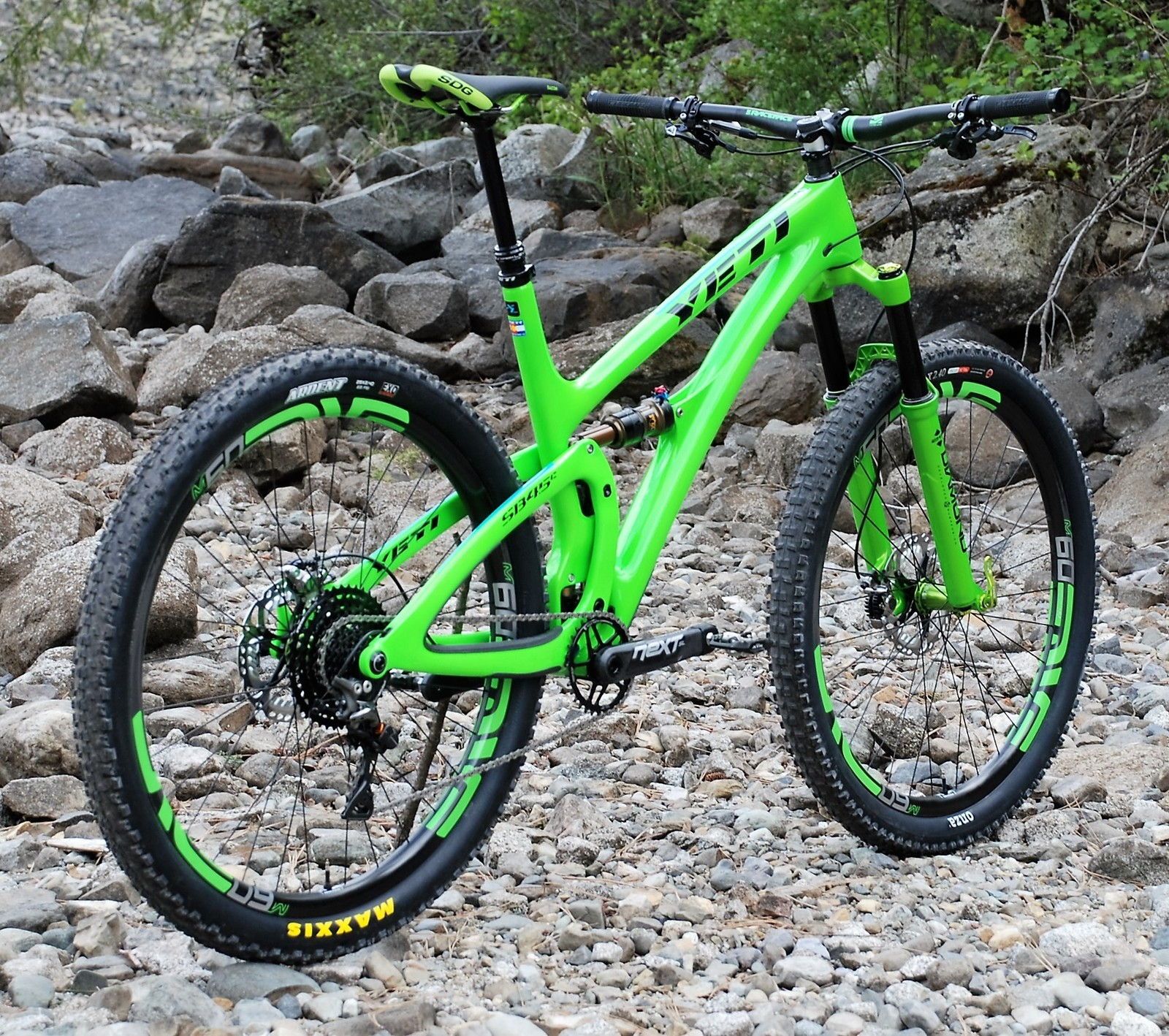 Yeti SB 4.5c DVO XTR ENVE mean and green