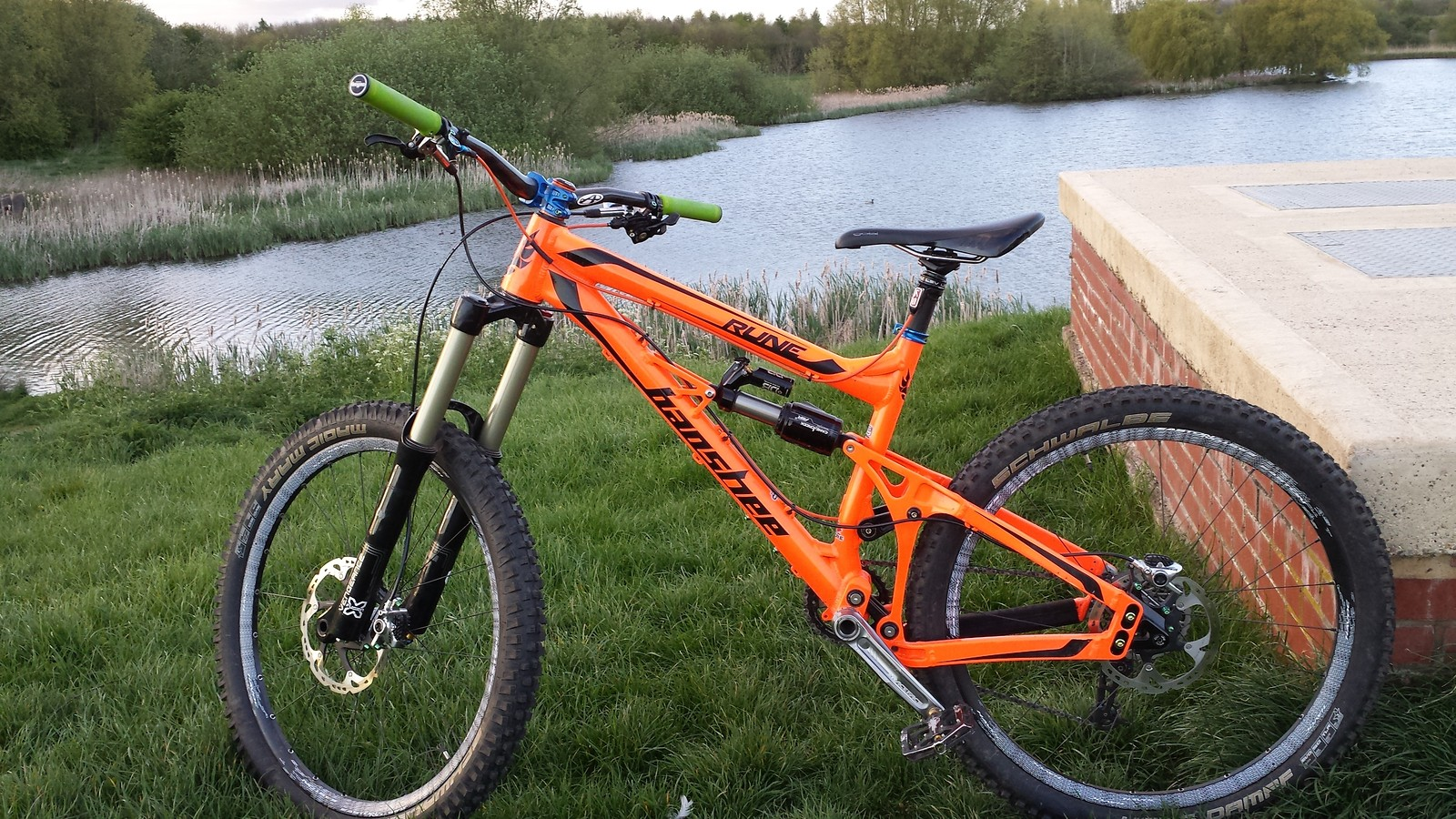 banshee rune '14 fluro orange