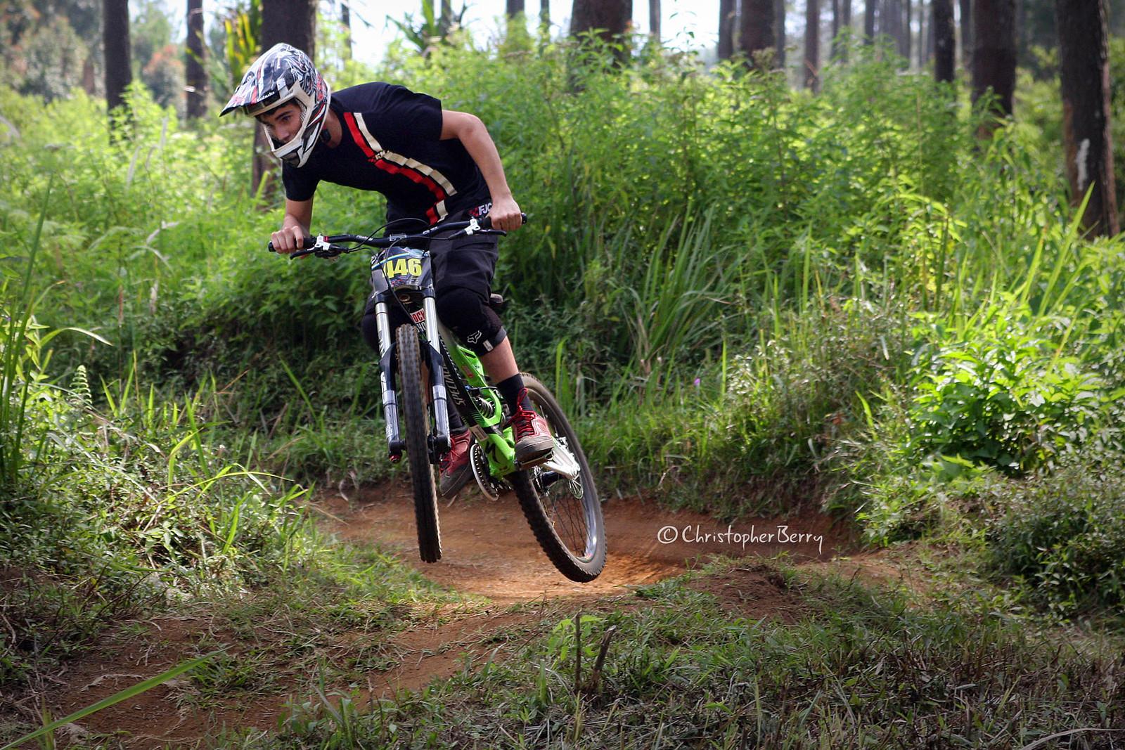 ShimanoUKDIseri02 - 0658 -mod - ombei - Mountain Biking Pictures - Vital MTB