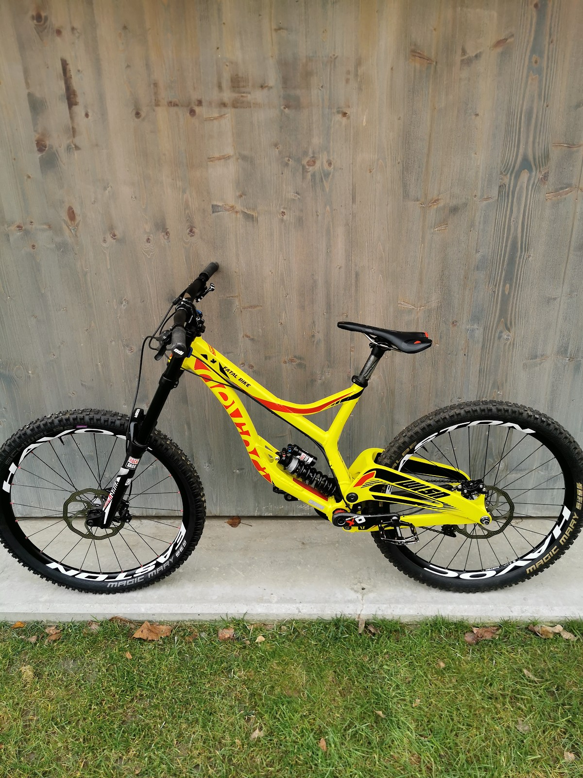 Mark Wallace ex Devinci Global Racing bike