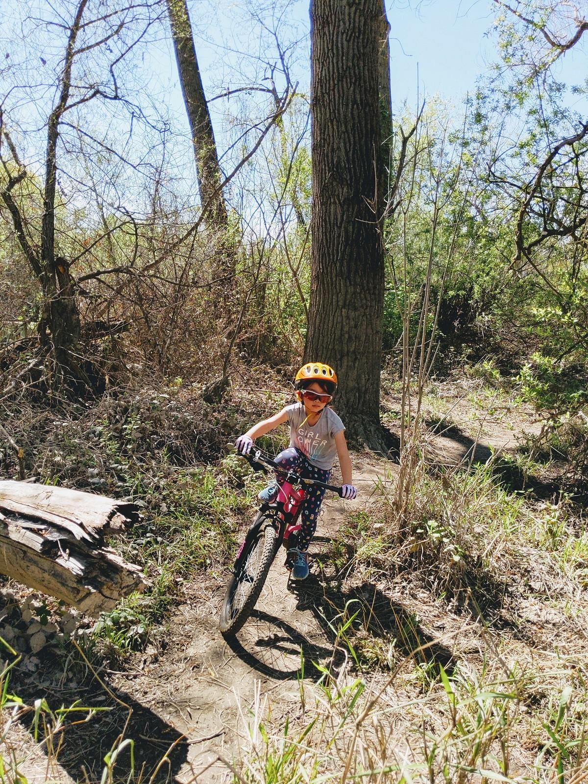 She rides like a girl - coyoterun - Mountain Biking Pictures - Vital MTB