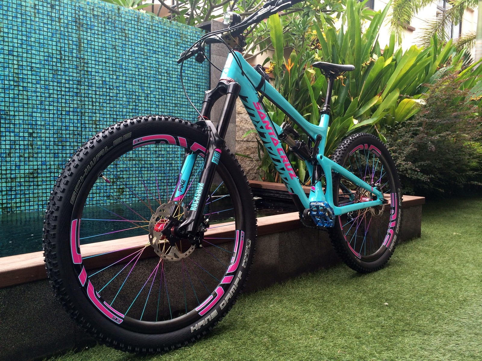Santa Cruz NomadC 27.5 Bubblegum Edition