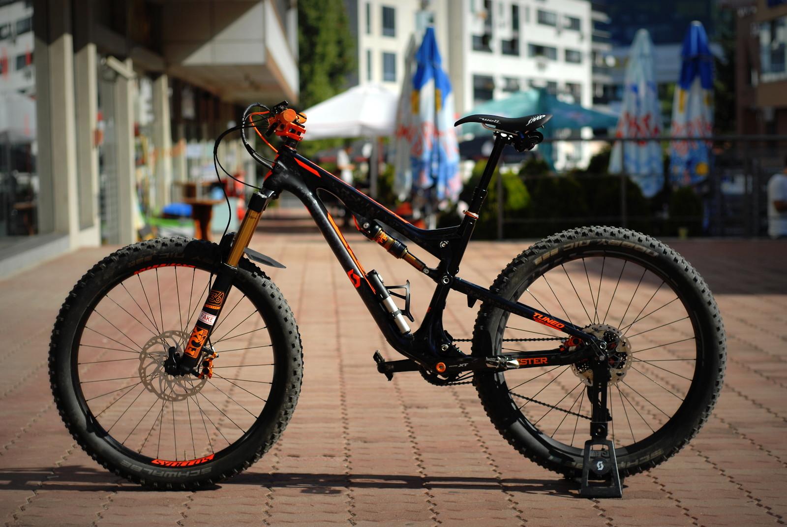 Scott Genius 700 Tuned Plus Full Suspension Mountain Bike