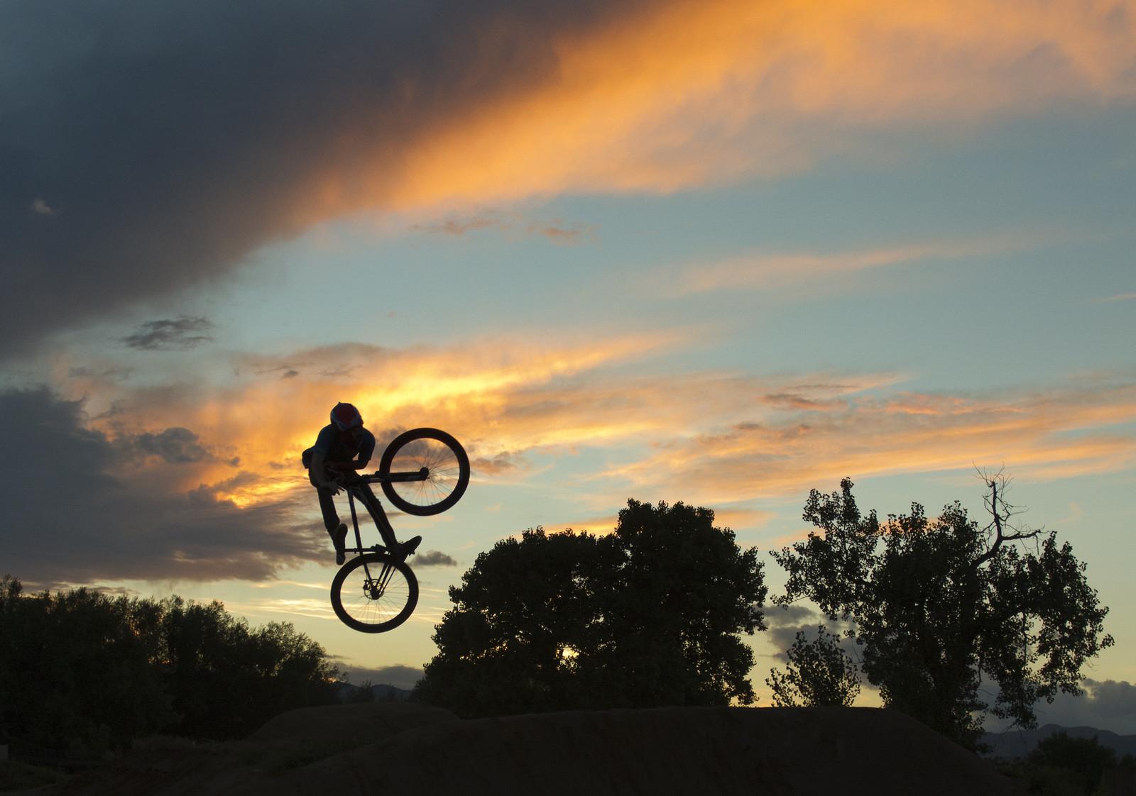 tory unturndown silhouette - Hugekillebrew - Mountain Biking Pictures - Vital MTB