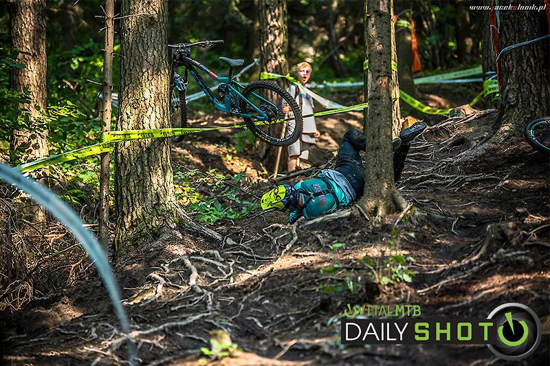 Crash in Roots - Kameldh - Mountain Biking Pictures - Vital MTB