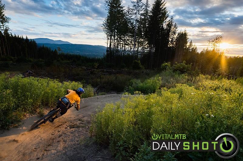 Sunset Slashing - Zuestman - Mountain Biking Pictures - Vital MTB