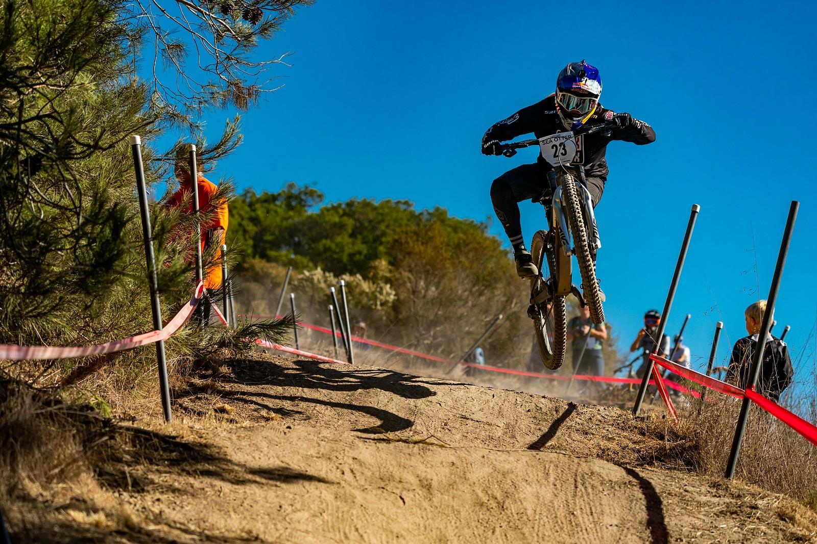 Vali Holl - Zuestman - Mountain Biking Pictures - Vital MTB